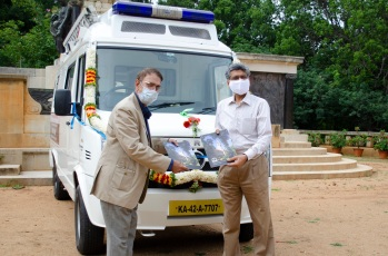 Mr. Shekar Viswanathan, Vice Chairman and Whole-time Director, handing over Mobile Medical Unit to the Indian Institute of Science (IISc)